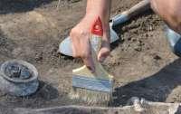 Археологи обнаружили в могиле древние футбольные мячи