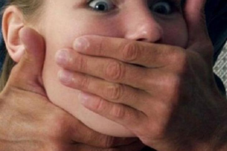 изнасиловал малолетнюю шлюху