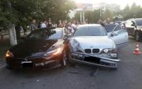 В Одессе 14-летний водитель BMW протаранил Tesla