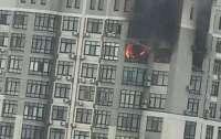 Женщина во время пожара спасалась на кондиционере, который висит на 24 этаже