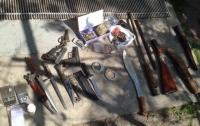 У жителя Киевщины изъяли антиквариат, наркотики и арсенал оружия