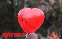 Как в Симферополе в небо сердца запускали (ФОТО)