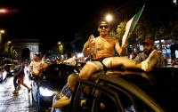 Фанаты осквернили статую Шарля де Голля