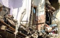 В Китае обрушили 12-этажное здание на глазах у пешеходов (видео)