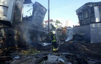 В Киеве масштабный пожар уничтожил ряд МАФов