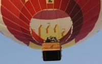 Воздушный шар с туристами ветром унесло в горы Египта