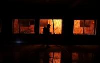 Под Киевом случился пожар на предприятии, связанным с военной сферой (видео)