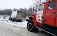 Непогода в Украине: спасатели вытаскивали авто из заносов
