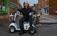 Британец сделал реактивный скутер для инвалидов