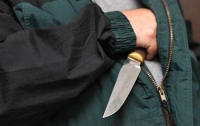В Киеве неизвестный напал на женщину с ножом