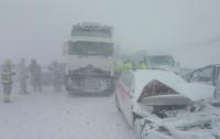 В Словакии из-за мощного снегопада столкнулись 40 машин