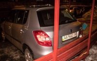 ДТП в Киеве автомобиль влетел в остановку