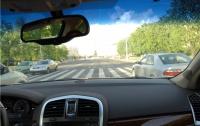 За парковку на «европолосах» будут лишать водительских прав