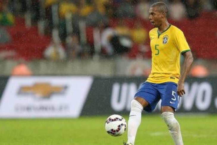Бразилия выигрывает вПеру иувеличивает отрыв