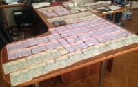 Премии для любовницы: в Запорожье раскрыли коррупционную схему