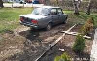 В Ровненской области мужчина поджег служебный автомобиль полиции
