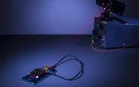Создана система зарядки аккумуляторных батарей при помощи луча лазерного света