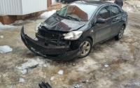 Глыба льда разбила автомобиль (фото)