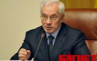 Азаров приказал помочь паломникам, которые собираются в Украину