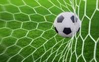 Футбольный матч едва не превратился в массовую драку (видео)