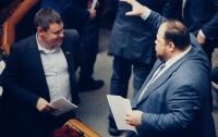 Некоторые депутаты с трудом помещаются на фото