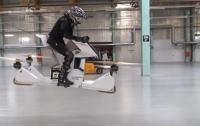 Берегите ноги. В России испытали опасный летающий мотоцикл (видео)