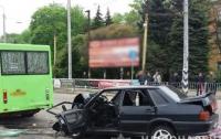 В жутком ДТП под Донецком погиб военный
