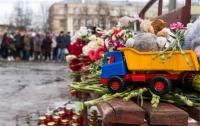 Мальчик, потерявший семью в пожаре в Кемерово, пришел в сознание (видео)