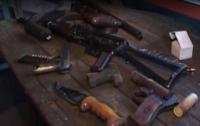 Житель Днепропетровщины устроил дома оружейный склад