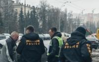Люди в масках расстреляли авто в Киеве: введен план