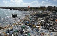Один из райских Мальдивских островов превратился в мусорную свалку (ФОТО)