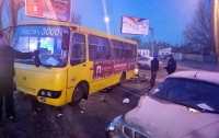 В Одессе легковушка врезалась в маршрутку с людьми