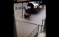 Полицейский жестоко избил мужчину в Черновцах