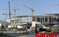 За неделю до открытия стадион во Львове еще строят