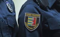 На Закарпатье мужчина напал на патрульных и пытался отобрать табельное оружие