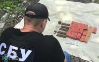 Правоохранители нашли тайник с гранатами в подвале жилого дома на Донбассе