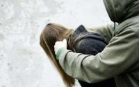 В Ривне мужчина жестоко избил девушку возле ночного клуба