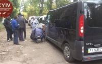 В Киеве проткнули колеса десятку припаркованных автомобилей