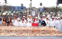 Самый большой в мире салат приготовили в Перу