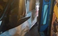В Одессе пешехода зажало между трамваем и автомобилем