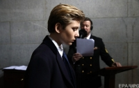 Сценаристку телеканала в США отстранили за твит о сыне Трампа