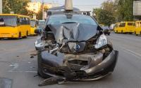 В Киеве электромобиль разбился всмятку в ДТП с маршруткой (видео)