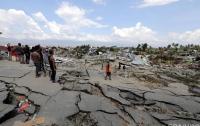 Количество жертв землетрясения и цунами в Индонезии превысило 1400