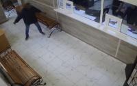 Иностранец пришел в отделение полиции в Одессе и размахивал ножом