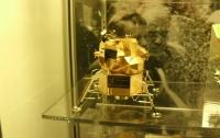 В США из музея украли золотую копию лунного модуля Армстронга