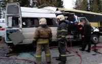 Жуткая авария в России: маршрутка влетела в автобус, десять погибших