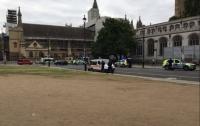 Автомобиль врезался в ограду парламента Британии