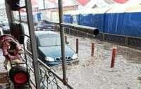 В Украине затопило самый крупный рынок (видео)