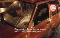 ДТП в Киеве: автомобиль сбил мужчину