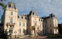 Часть Львовского дворца искусств отдали владельцам стрип-клубов